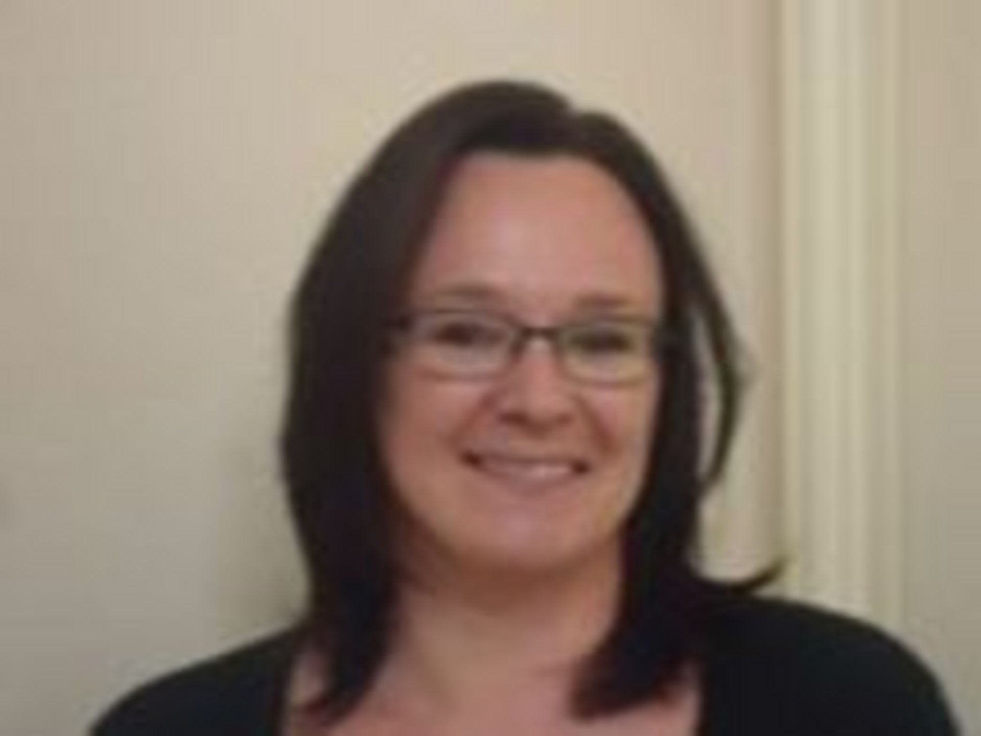 Céline CLEMENT, en charge de la propreté des locaux communaux (classe, mairie, salle des fêtes...) et du ramassage scolaire.